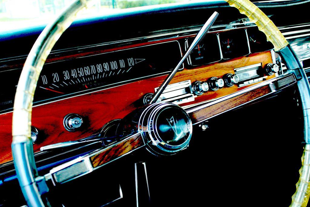 Autoekspert | Czy warto inwestować w stary samochód?