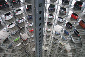 garaż z autami