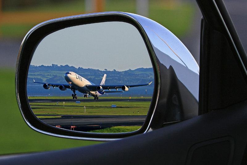 na-wakacje-samolotem-czy-samochodem-co-lepsze
